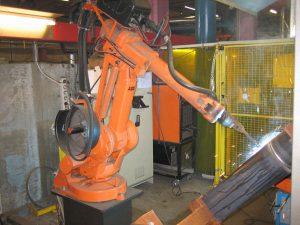 Robotsvejsning - billede af robot i gang med at svejse