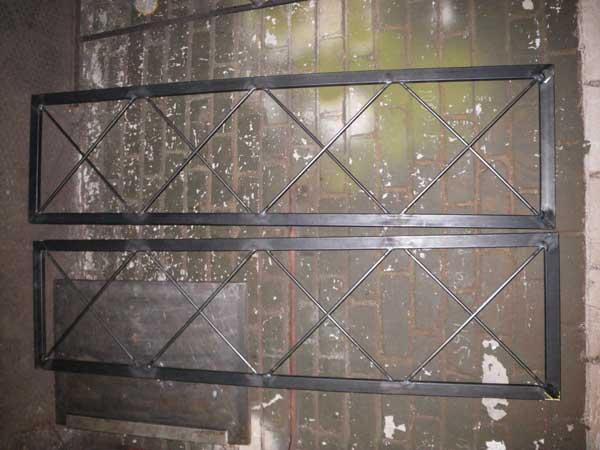 Sourcing - Rammer i sort stål