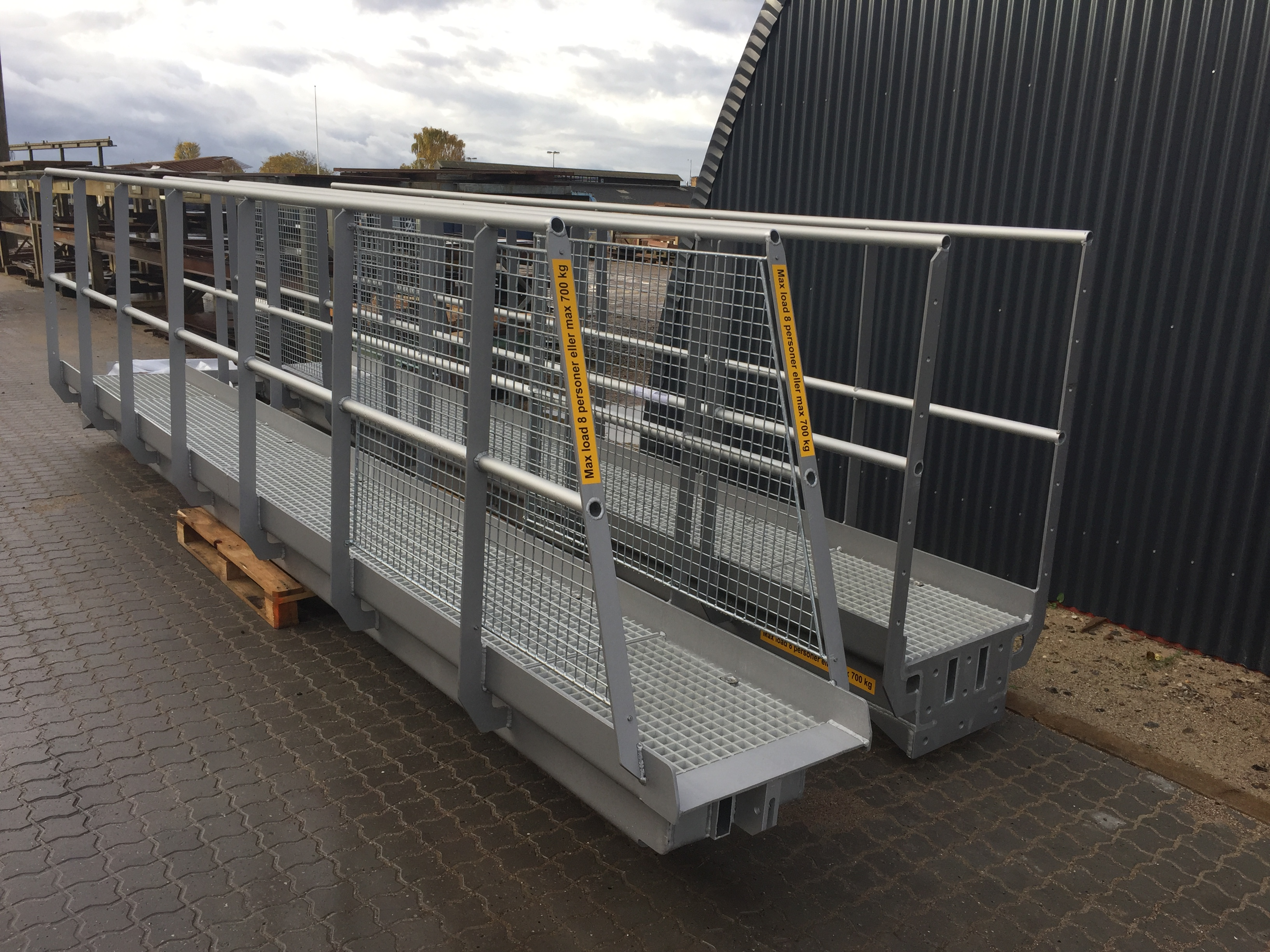 Aluminiumsgangbro klar til levering