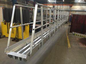 Opsvejst aluminiumsgangbro
