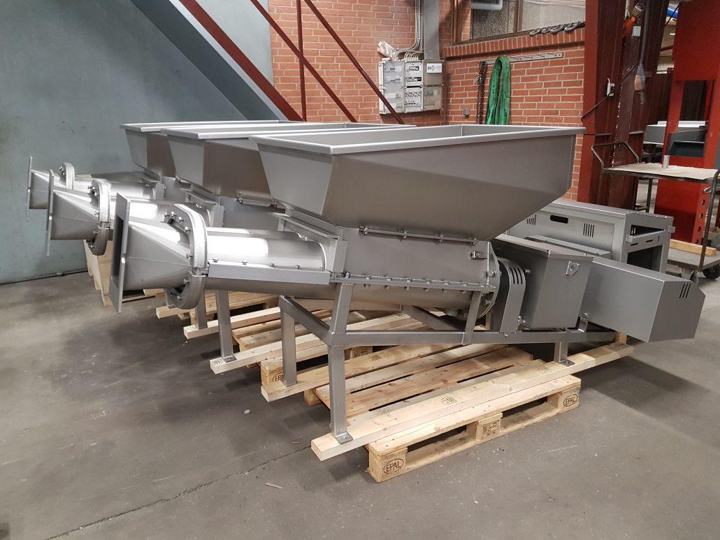 Maskiner klar til at komme i container