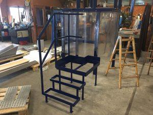 Pulvermalet trappe og maskinstativ
