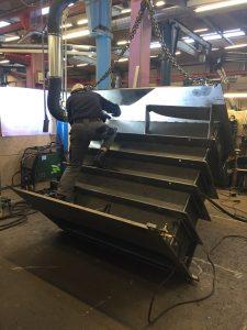 Svejsning af sort stålkonstruktion