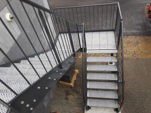 Montage af trapper og værn